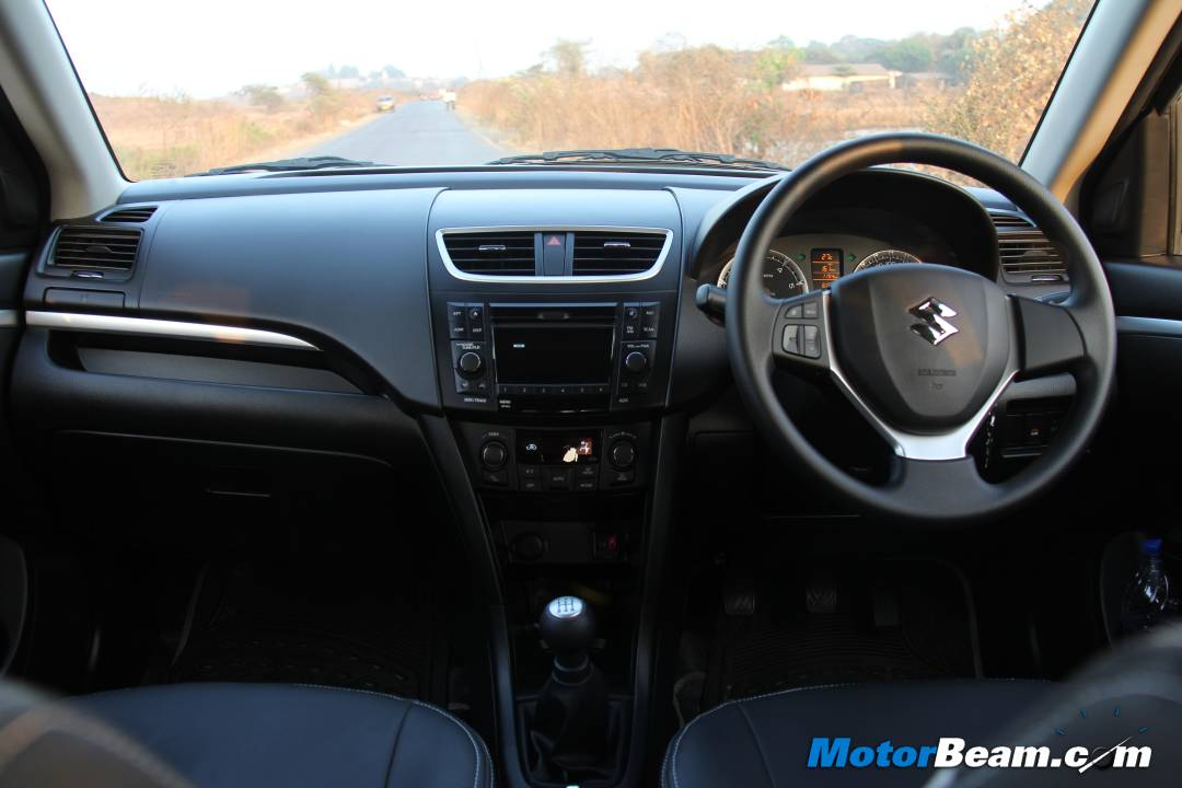 Hyundai igen i20 vs maruti swift 2011 for Swift vxi o interior