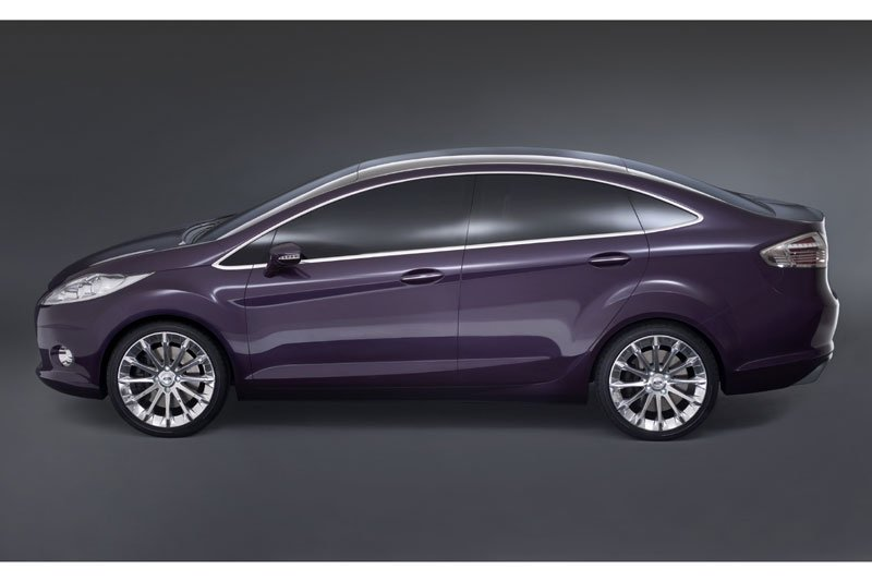 new_ford_fiesta_sedan_side