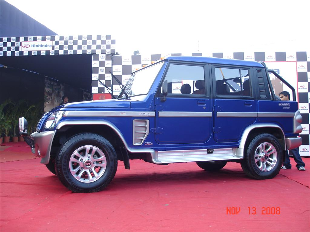 blue_mahindra_bolero_stinger_side