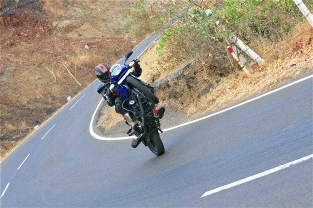 2009_bajaj_pulsar_180_review