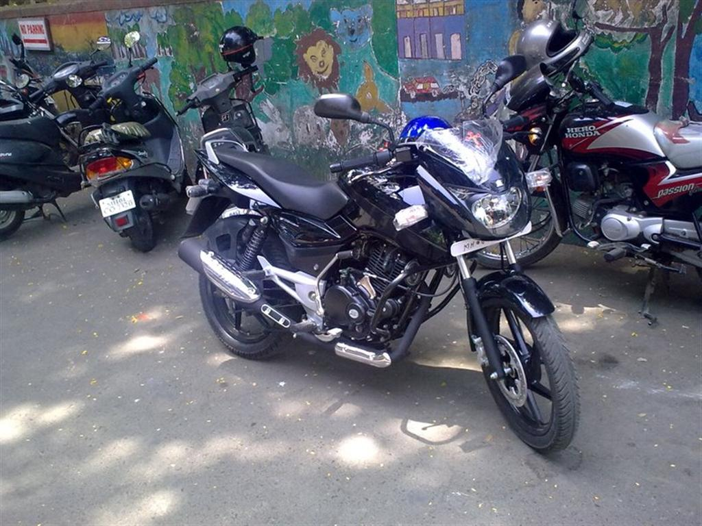 bajaj_pulsar_150_black_theme