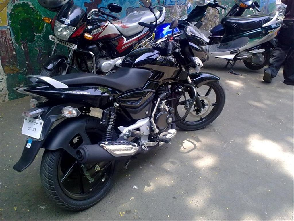 new_bajaj_pulsar_150_black_theme