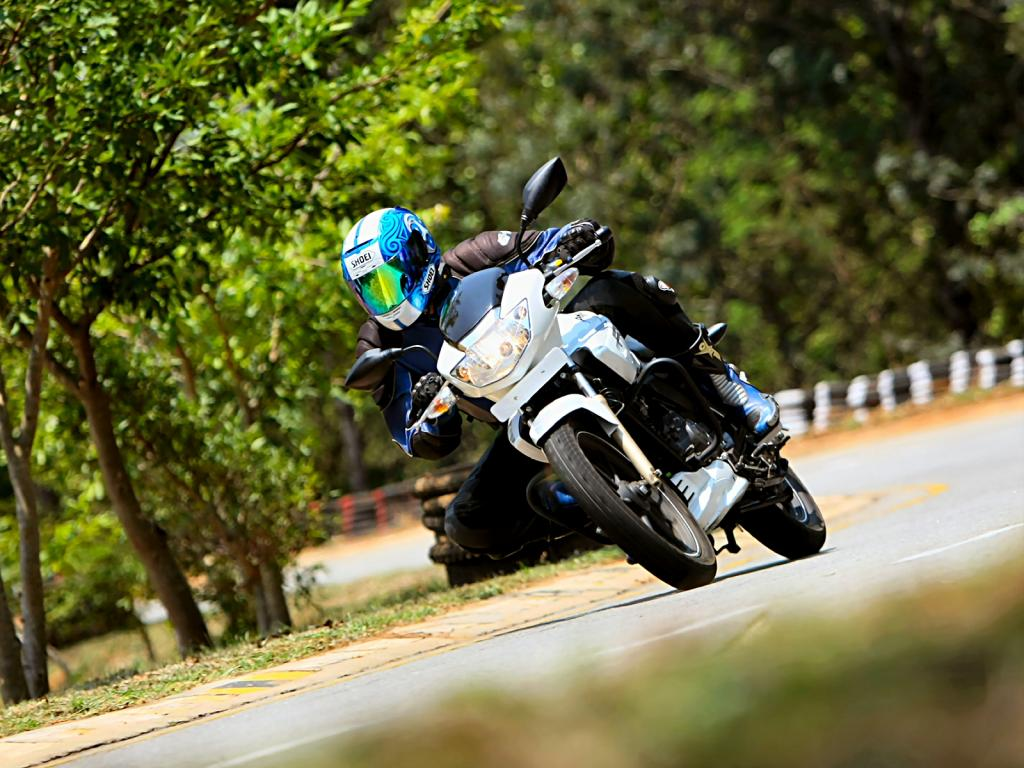 white_tvs_apache_rtr_180_front