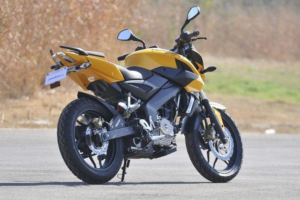 Bajaj Pulsar 200 NS – First Ride Impressions | MotorBeam – Indian ...