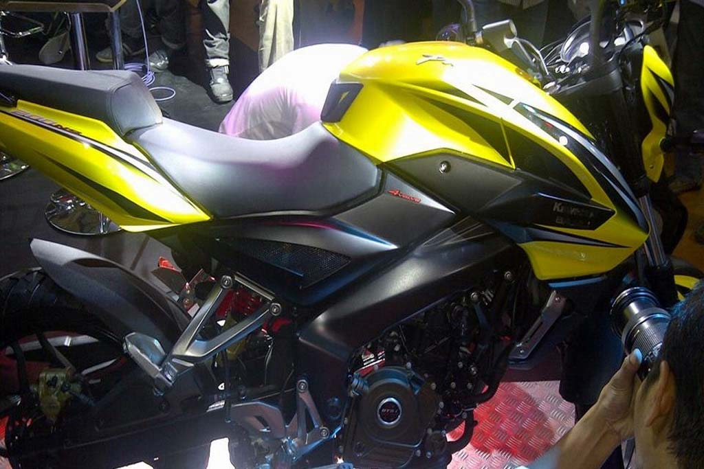 2013-Pulsar-200NS-Indonesia-Tank