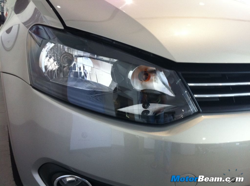 2013 Volkswagen Vento Headlight