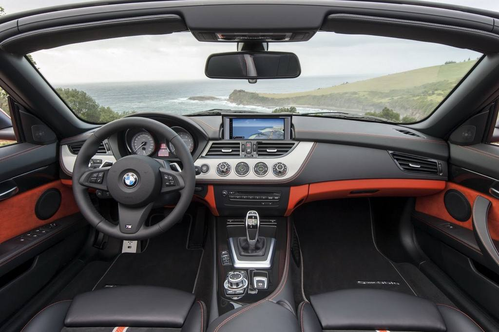 2014 BMW Z4 Roadster dash