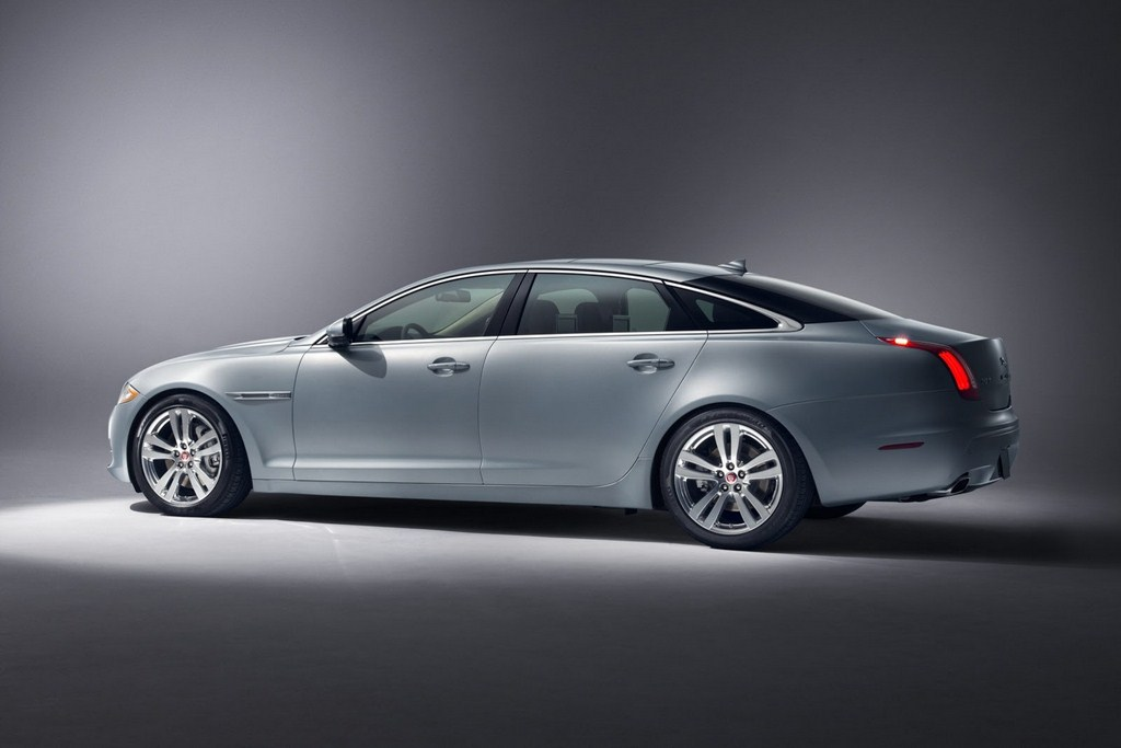 2014 Jaguar XJ Rear