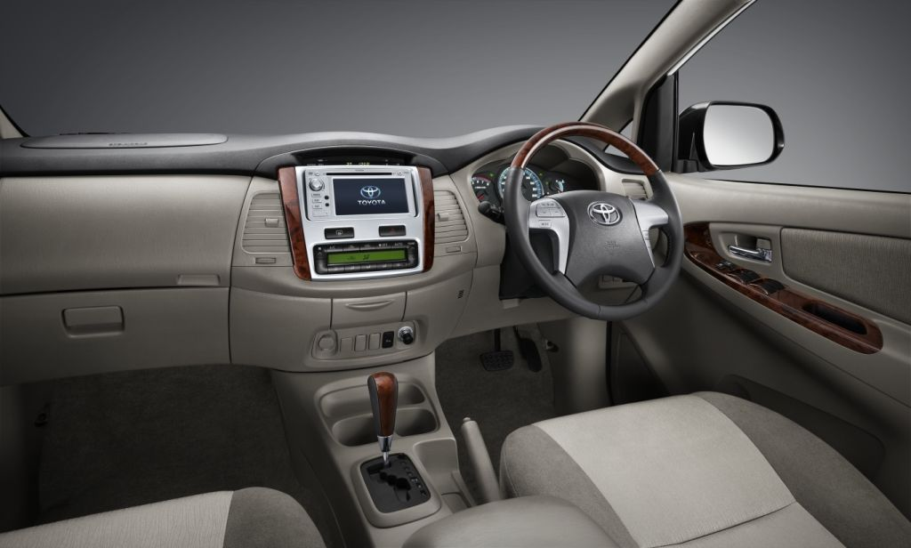 Old Toyota Innova Pictures (the same model which is sold in India