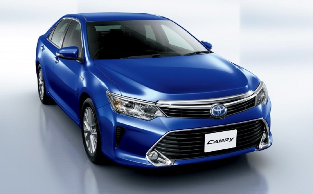 2015 Camry Hybrid facelift is visually similar to the regular Camry
