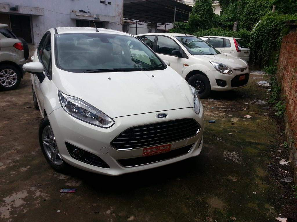Ford Fiesta Facelift Spied Dealership Front