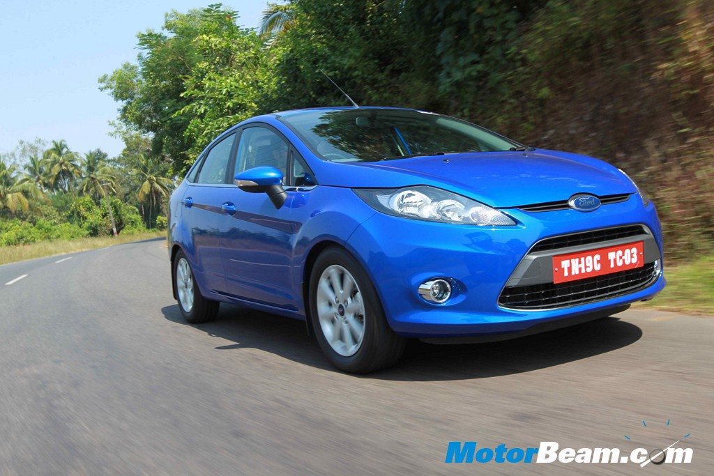 Ford_Fiesta_Automatic_On_the_Move