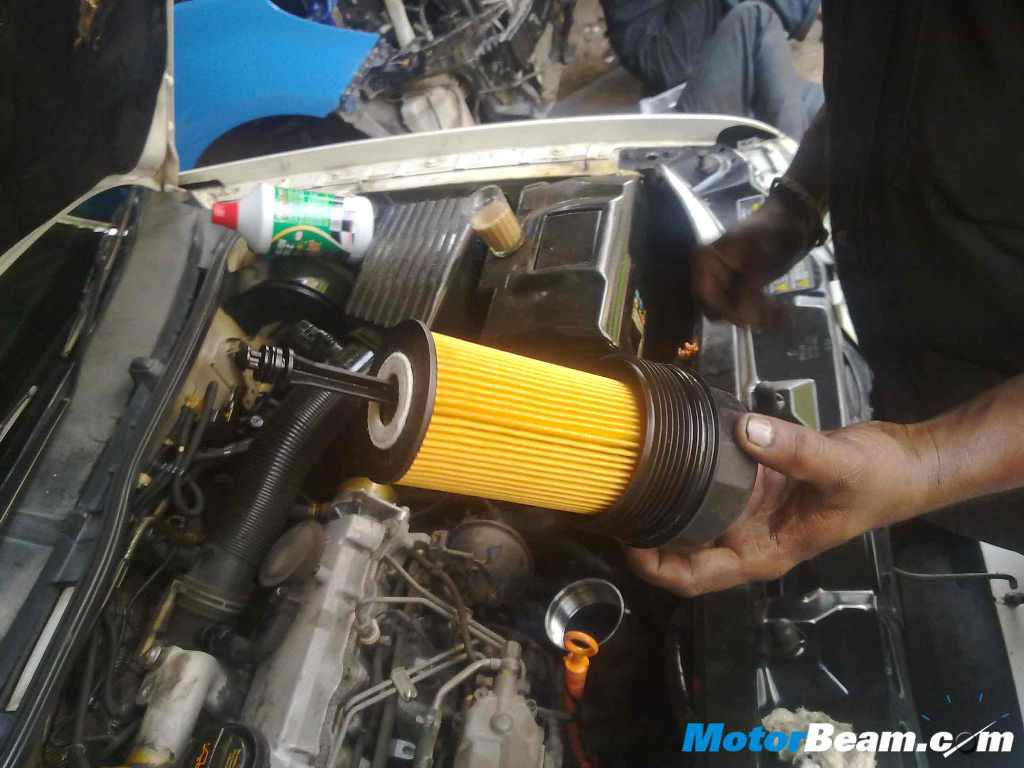 How to change engine oil in santro car 10