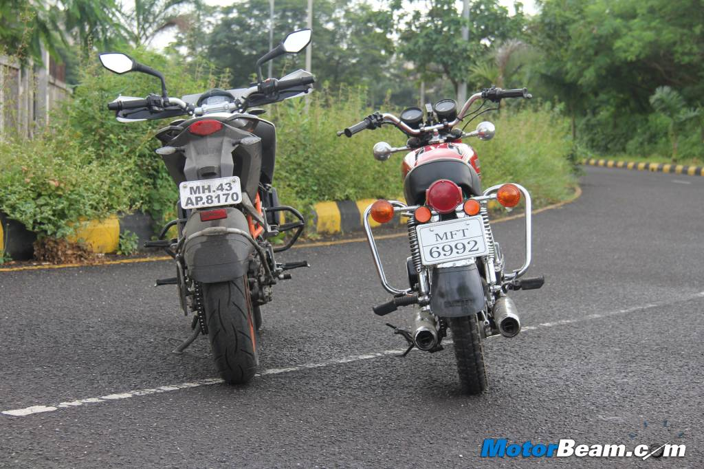 KTM Duke 390 vs Yamaha RD350 Test Ride