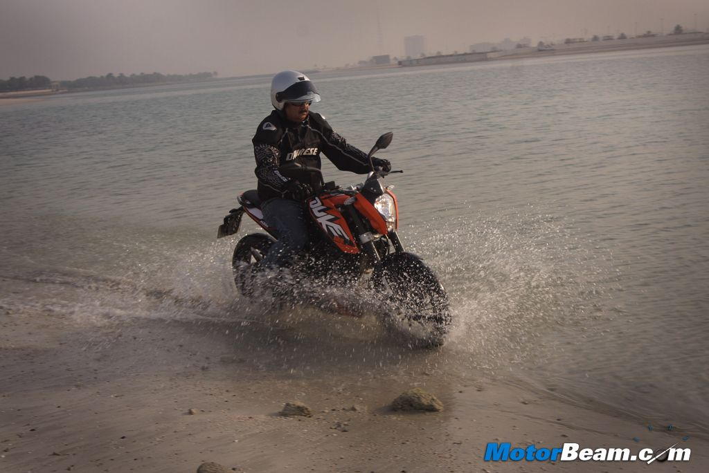 KTM Duke 125 Water Splash