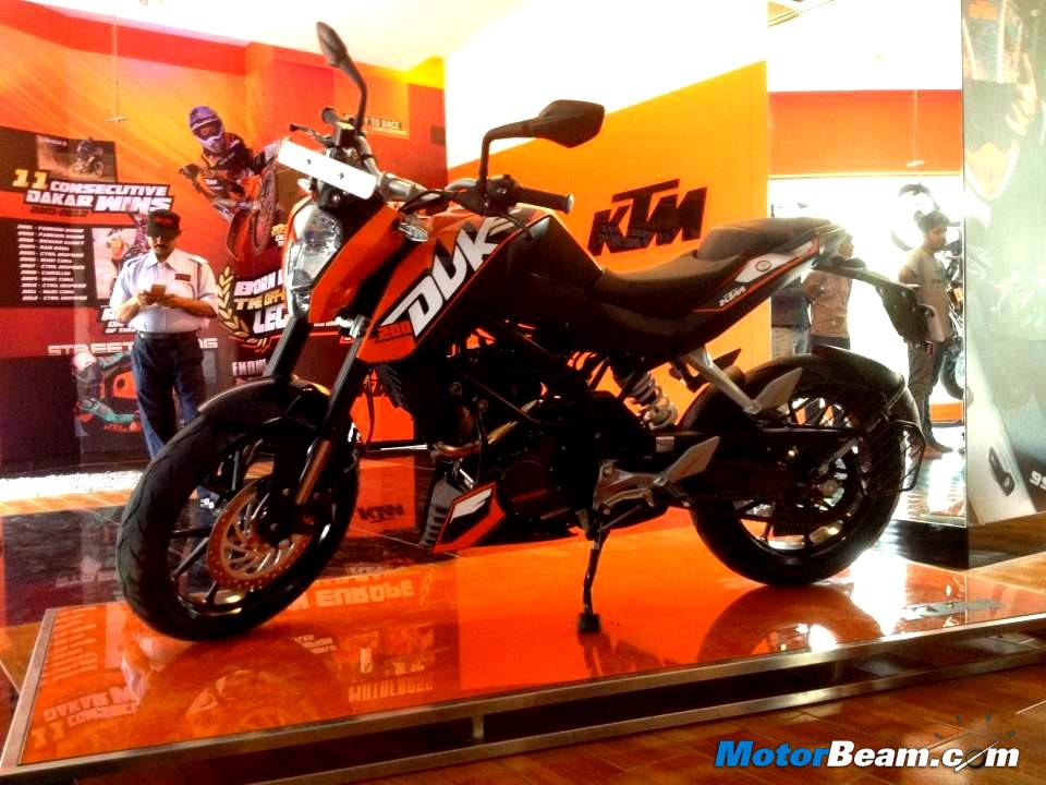 KTM Duke 200 vs Competitors