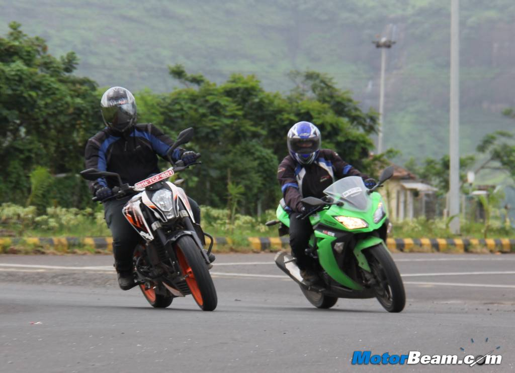 Ninja 300 vs Duke 390 Review