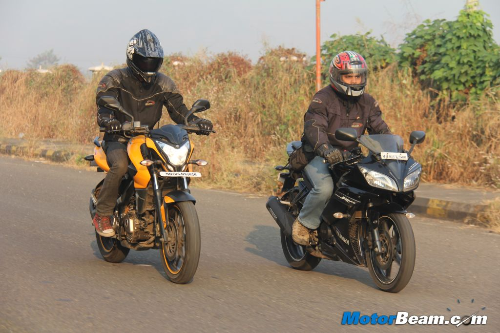 Pulsar 200 NS vs Yamaha R15