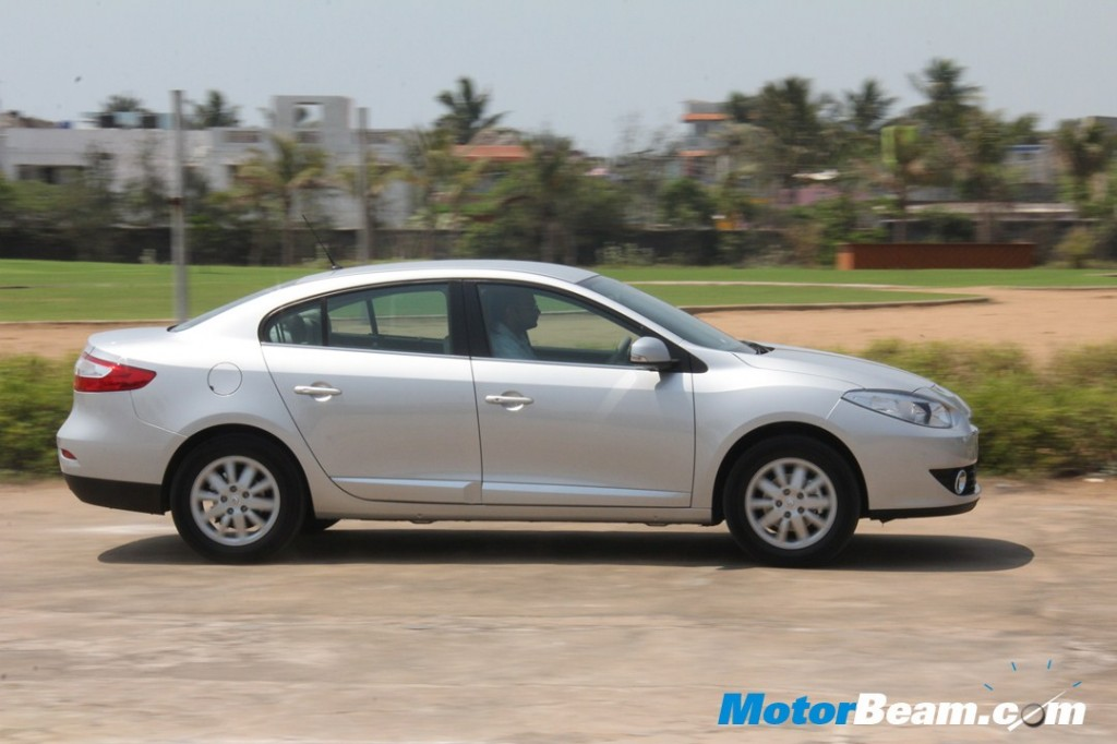 2012 Renault Fluence E4D Test Drive Review - CorbeeS