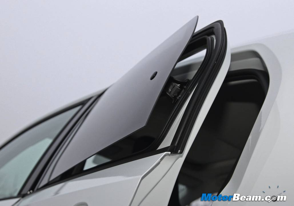 Volkswagen UP! Rear Window
