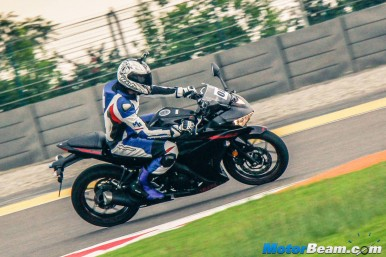 2016 Yamaha R3 Video Review